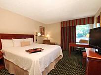 アメリカン ホテル & スイーツ ブルーミントン ウエスト