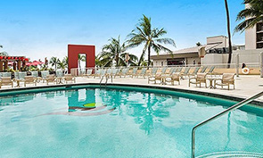 アストン ワイキキ ビーチ ホテルのプール