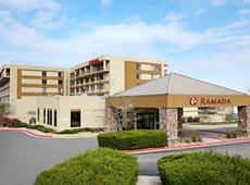 ラマダ ホテル アンド スイーツ アングルウッド / デンバー サウス
