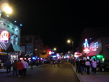 夜のビールストリートを歩いてみました