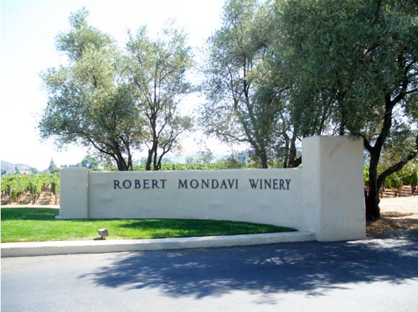 カリフォルニアワインカントリーの旅 ロバート・モンダヴィ ワイナリー 入口