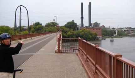 Stone Arch Bridge をセグウェイで!