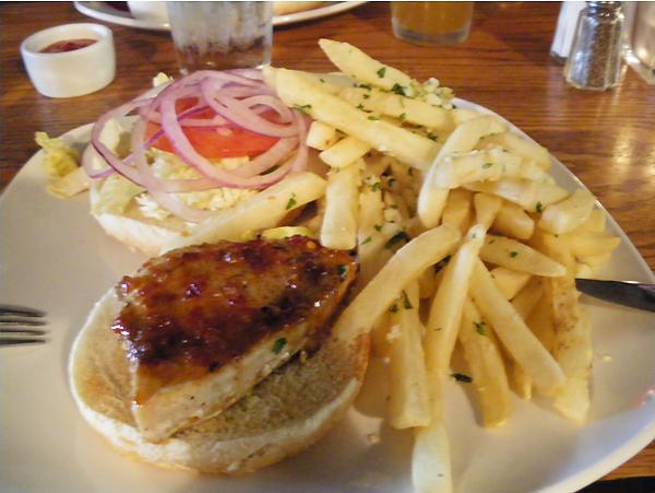 サンタ バーバラ ワイナリー紀行1 カジキマグロのハンバーガー