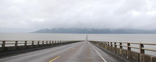 ワシントン州へ続く橋とポートランドの夜景
