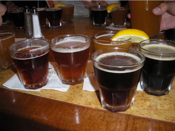 カリフォルニアワインカントリーの旅 マイクロ・ブリュワリー・パブで地ビールのテイスティングセット