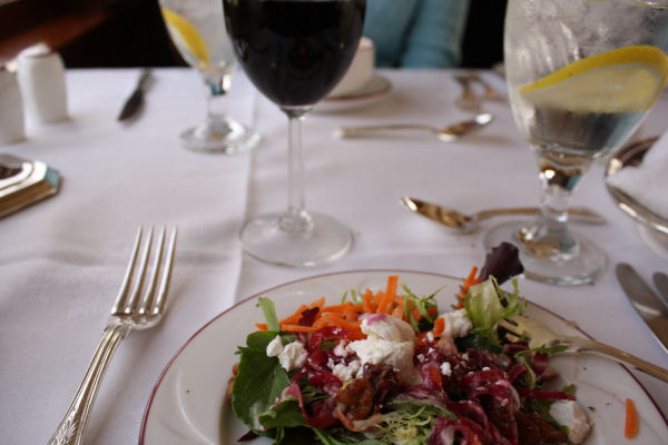 ナパバレー・ワイントレインのお食事 サラダ