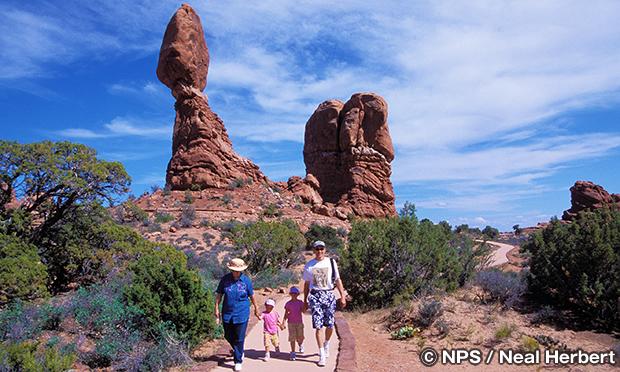 バランスロック・トレイル Balanced Rock Trail