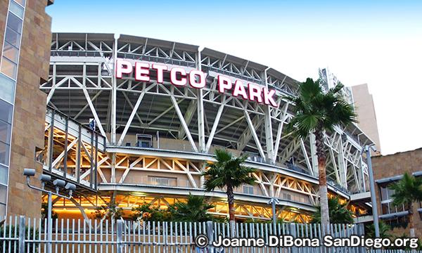 サンディエゴのダウンタウン ペトコ・パーク Petco Park