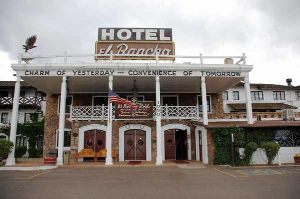 エル ランチョ ホテル El Rancho Hotel