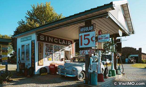 Gay_Parita_Sinclair_Station_Route_66-01