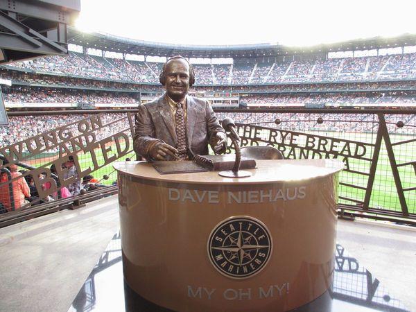 デイブ・ニーハウス(Dave Niehaus)の銅像