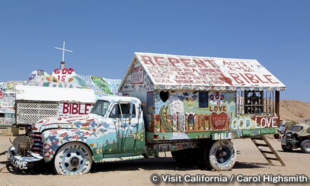 トラックの小屋
