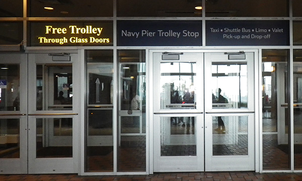 ネイビーピア フリー トロリー The Navy Pier free trolley