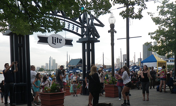 ネイビーピア ビアガーデン Navy Pier Beer Garden