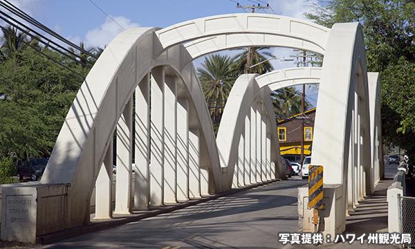 ハレイワタウンへの橋