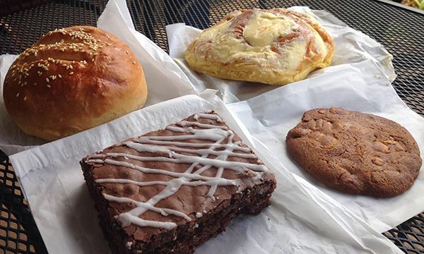 手作りのパンやデザート