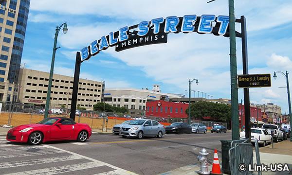 「BEALE STREET」のサイン
