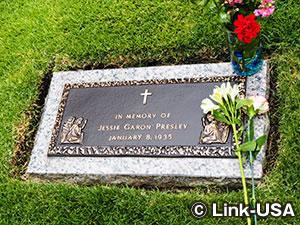 メディテーションガーデン エルビス プレスリーのお墓