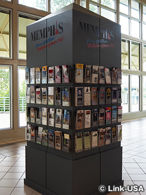メンフィスに関する展示やパンフレット・スタンド