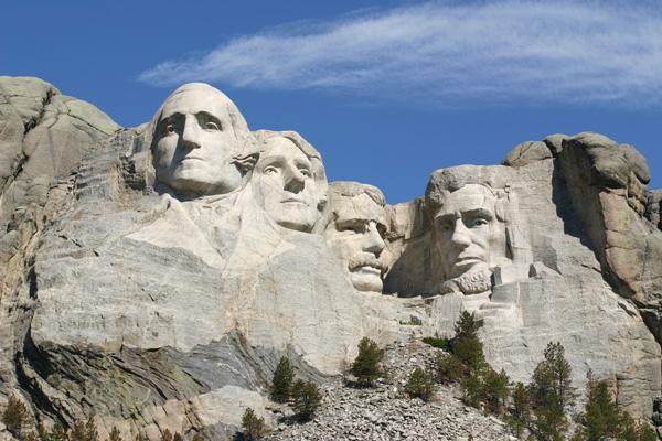 マウントラシュモア 4人の偉大な大統領をじっくり観賞する
