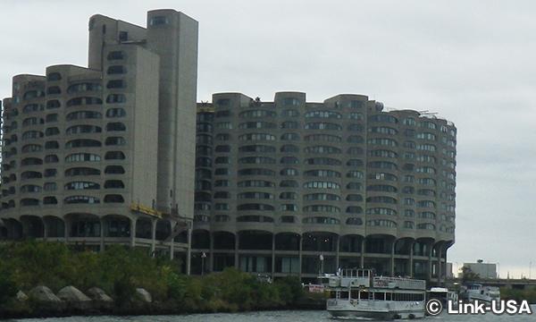 リバーシティ― コンドミニアム River City Condominiums