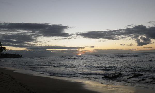 早朝のサーフィン