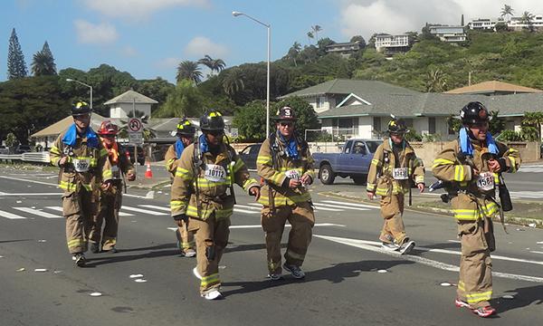 ホノルルマラソン 消防士