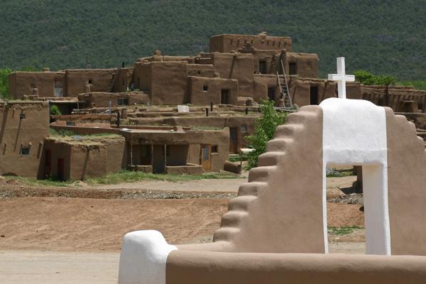 世界遺産「タオス・プエブロ」の街 タオス
