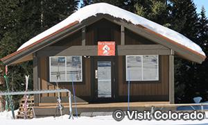 スキーパトロールの拠点
