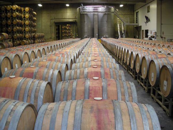 カリフォルニアワインカントリーの旅  ロドニー ストロング ワイナリーの醸造施設 木樽